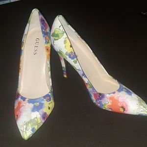 Guees Flower Heels NWOT
